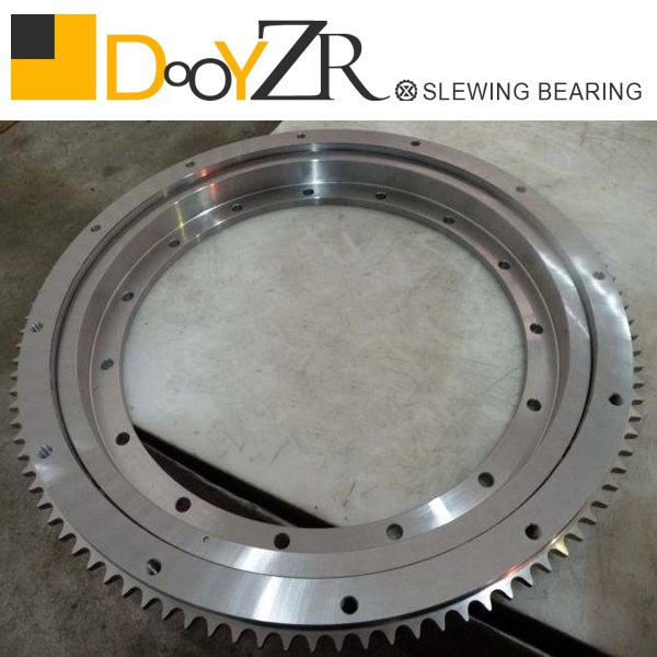 Light slewing bearing